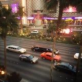 Coches en la tira de Las Vegas, Nevada Imágenes de archivo libres de regalías