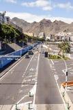 Coches en un camino en Santa Cruz de Tenerife Fotografía de archivo libre de regalías