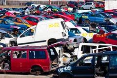 Coches en un junkyard Foto de archivo libre de regalías