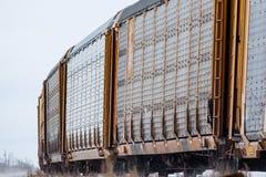 Coches ferroviarios autos que redondean una curva imagen de archivo libre de regalías