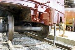 Coches ferroviarios en pista Imagen de archivo libre de regalías