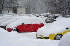 Coches, nieve Imágenes de archivo libres de regalías