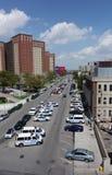 Coches policía en el frente del recinto de NYPD 60tht en el St de W 8vo en Brooklyn Fotos de archivo