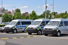 Coches policía Volkswagen Multivan Fotografía de archivo libre de regalías