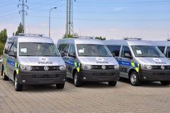 Coches policía Volkswagen Multivan Foto de archivo libre de regalías