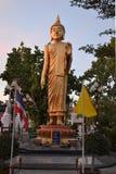 Coches que apresuran en el RoadTemple en Tailandia Foto de archivo