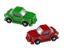 Coches verdes y rojos del juguete Imagen de archivo