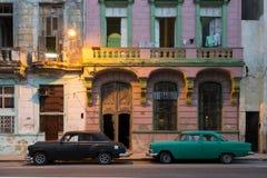 Coches viejos de Cuba, La Habana en havan histórico imágenes de archivo libres de regalías