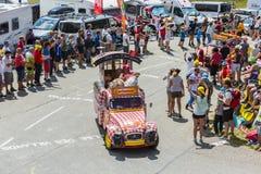 Cochonou-Fahrzeug in den Alpen - Tour de France 2015 Lizenzfreie Stockfotos