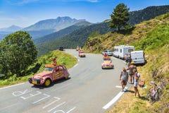 Cochonou-Wohnwagen in Pyrenäen-Bergen - Tour de France 2015 Stockbild