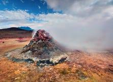 Cocido al vapor de la fumarola al vapor en el valle geotérmico Hverarond Fotografía de archivo libre de regalías
