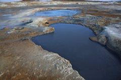 Cocido al vapor de los potes del fango al vapor en el área geotérmica de Namaskard Imagen de archivo libre de regalías