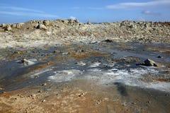 Cocido al vapor de los potes del fango al vapor en el área geotérmica de Namaskard Fotografía de archivo