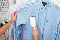 Cocido al vapor de una camisa al vapor Imagen de archivo libre de regalías