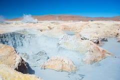 Cociendo la agua al vapor caliente acumula en los Andes, Bolivia Fotografía de archivo