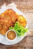 Cocina alemana - buñuelos fritos de la patata Fotografía de archivo