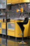Cocina amarilla Fotos de archivo