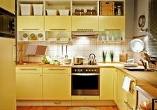 Cocina amarilla Imagenes de archivo