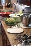 Cocina antes de la comida Foto de archivo libre de regalías