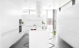 Cocina blanca Imagen de archivo libre de regalías