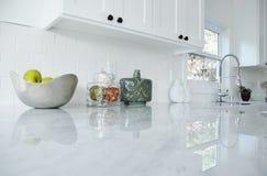 Cocina blanca brillante Imágenes de archivo libres de regalías
