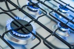 Cocina con las llamas azules del gas fotos de archivo libres de regalías