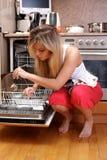 Cocina de la limpieza de la mujer Fotografía de archivo libre de regalías