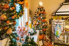 Cocina de la mansión de Pittock en la Navidad Imágenes de archivo libres de regalías