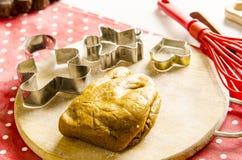 Cocina de la Navidad y del Año Nuevo con las herramientas de la cocina Foto de archivo libre de regalías