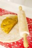 Cocina de la Navidad y del Año Nuevo con las herramientas de la cocina Fotografía de archivo libre de regalías