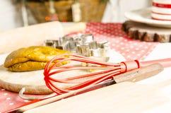 Cocina de la Navidad y del Año Nuevo con las herramientas de la cocina Imagenes de archivo