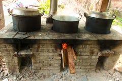 Cocina de los aldeanos en el campo Fotos de archivo libres de regalías