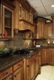 Cocina de lujo espaciosa Foto de archivo libre de regalías