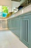 Cocina de madera del cabinetry Fotografía de archivo
