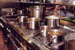 Cocina de un restaurante Imagenes de archivo