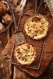 Cocina del otoño de la especialidad con los hongos frescos Imagen de archivo libre de regalías