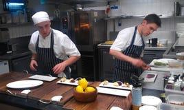 Cocina del restaurante de Gordon Ramsay Foto de archivo libre de regalías