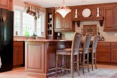 Cocina doméstica interior moderna foto de archivo libre de regalías