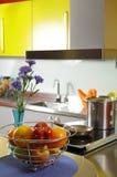 Cocina doméstica moderna Fotos de archivo