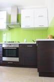 Cocina doméstica moderna Imagenes de archivo