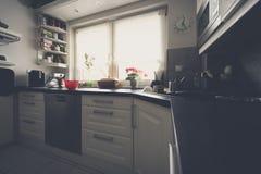 Cocina en forma de L Fotos de archivo libres de regalías