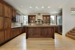 Cocina en hogar de la nueva construcción Foto de archivo libre de regalías