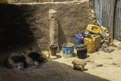 Cocina en un hogar de los tugurios de Uagadugú Burkina Faso fotografía de archivo