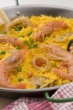 Cocina española. Paella. Arroz español. Fotografía de archivo libre de regalías