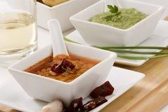 Cocina española. Salsa roja y verde del mojo. Imagen de archivo
