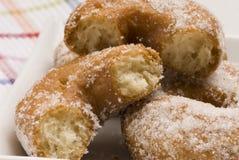 Cocina española. Buñuelos dulces. Imagen de archivo libre de regalías