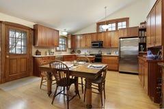 Cocina grande en hogar de lujo Fotografía de archivo