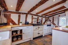 Cocina inglesa tradicional de la cabaña Imagenes de archivo