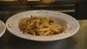 Cocina italiana del cocinero almacen de video