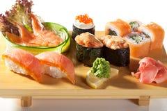 Cocina japonesa - conjunto del sushi Fotos de archivo libres de regalías